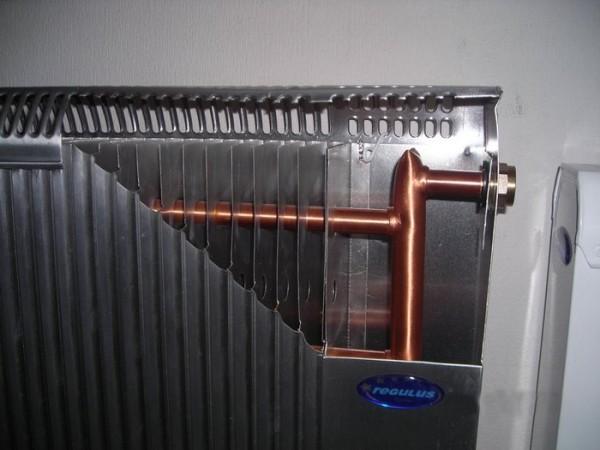 Алюминиевые радиаторы и медный теплообменник – типичная комбинация для биметаллического аппарата.