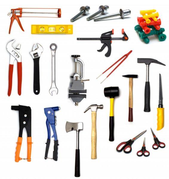 Без качественного инструмента камин не выстроить.