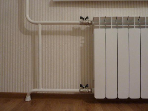 Биметаллический радиатор в интерьере квартиры.