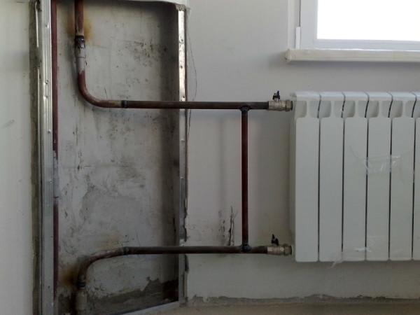 Благодаря перемычке вода в стояке циркулирует даже при закрытых вентилях.