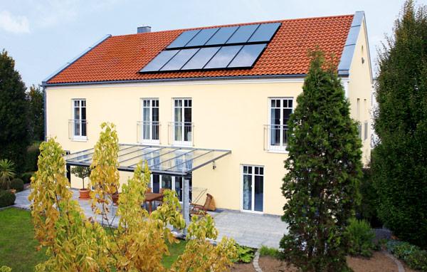 Частный дом с солнечным коллектором