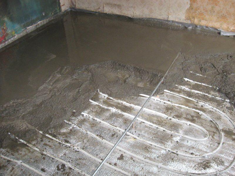 Чтобы сделать качественную стяжку на системе теплого пола, не нужно быть профессиональным строителем