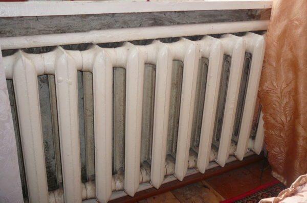 Чугунные батареи медленно нагреваются, зато долго отдают тепло.