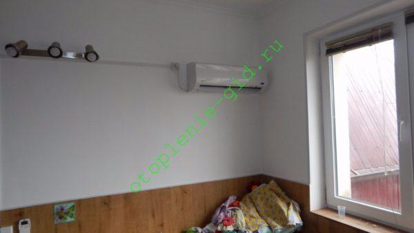 Детская комната в моем доме. Площадь — 20 м2. Единственный источник тепла — внутренний блок инвертора производительностью 12000 BTU.