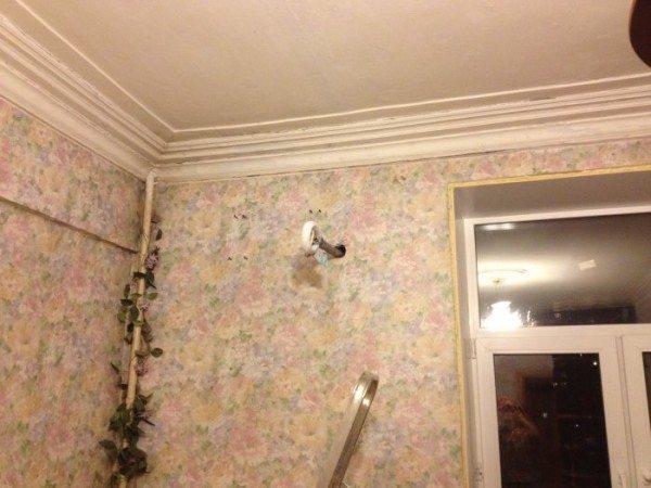 Для домов сталинской постройки типична высота потолка в 3 метра.