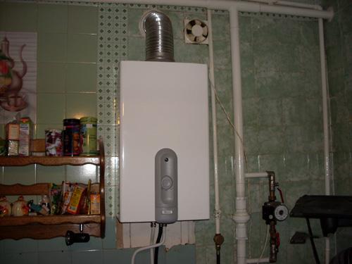 Для нормальной работы газовой колонке нужен чистый вентканал достаточного сечения и свободный приток воздуха в помещение, в котором она установлена.