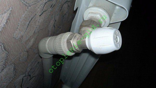 Дросселирование подводок позволяет независимо регулировать теплоотдачу каждого отдельного прибора.