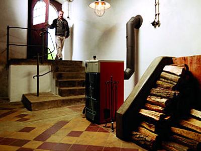Дровяной котел, установленный в подвале