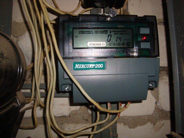 Двухтарифный счетчик: дневное и ночное потребление электроэнергии тарифицируются по разным ставкам.