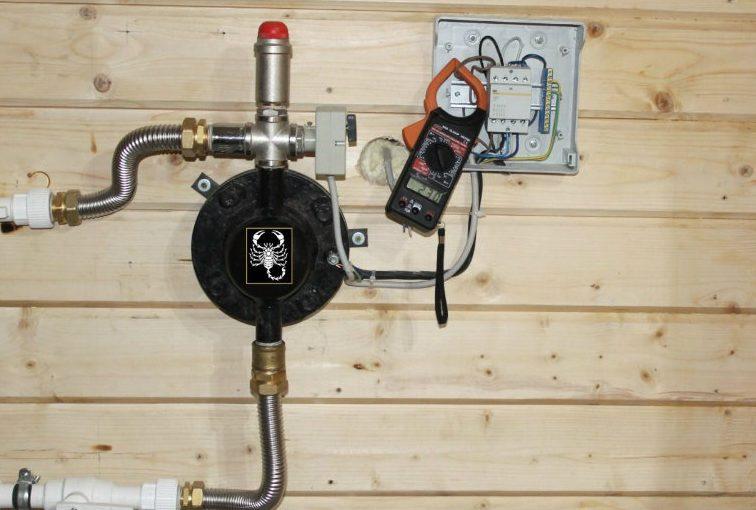 Электрокотёл «Скорпион» вполне органично вписывается в интерьер даже деревянного дома