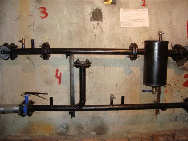 Элеваторный узел с демонтированным соплом и заглушенным подсосом.