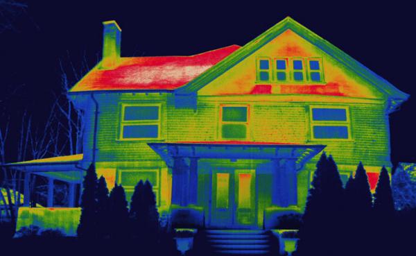 Энергоаудит с помощью тепловизора на фото наглядно показывает, где потери тепла максимальны.