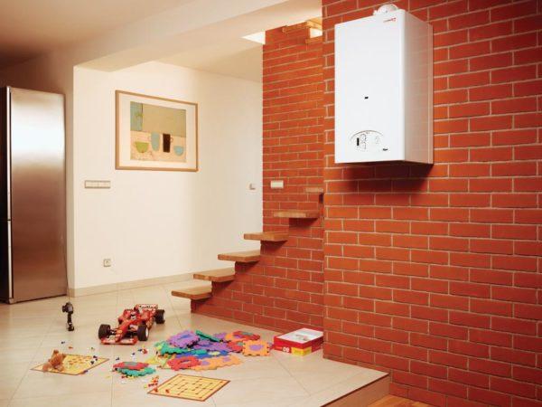 Если маломощный котел отопления не сможет справиться с обогревом вашего дома, то придётся потратиться ещё и на электрический обогреватель, чтобы не мёрзнуть зимой