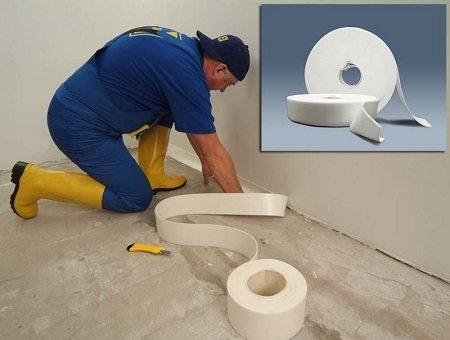 Фиксация демпферной ленты на стене.