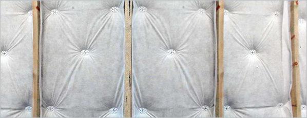 Фиксация пароизоляционной мембраны при помощи дюбелей-зонтиков.