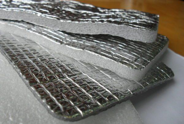 Фольгированный полиэтилен может иметь толщину от 3 до 15 мм.