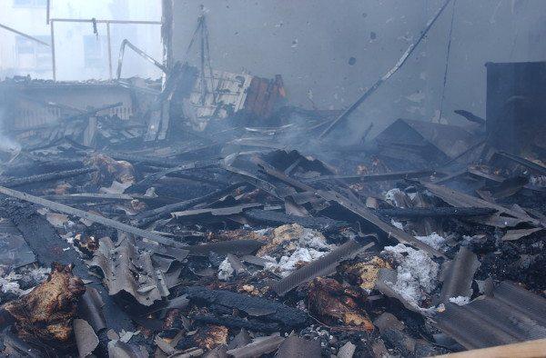 Хлопья сгоревшей минваты – источник опасной и вредной пыли.