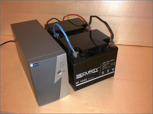 ИБП доработан для увеличения времени автономной работы: параллельно штатному аккумулятору подключены два дополнительных.