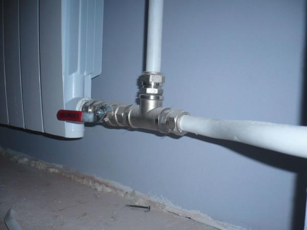 Использовать металлополимерные трубы с компрессионными фитингами на отоплении - не лучшая идея.