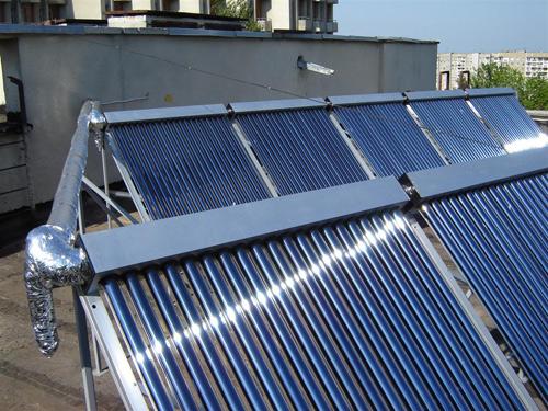 Как вы видите на фото, солнечную энергию используют не только владельцы частных домов.