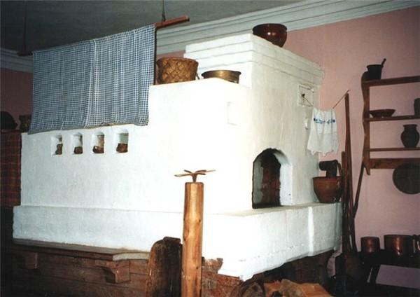 Классическая русская печь не для маленьких домиков.