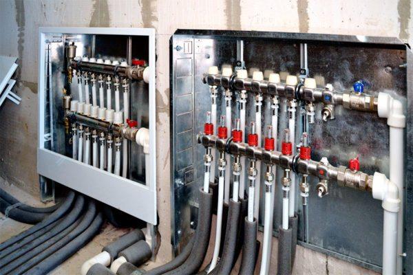 Коллекторный шкаф — узел управления отоплением во всем доме.