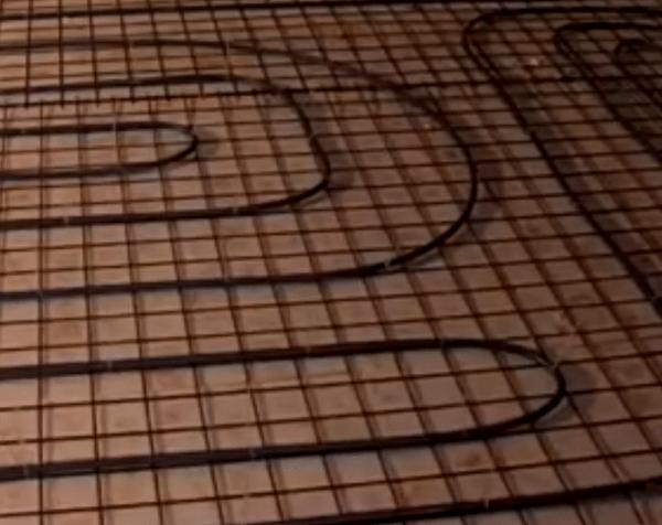 Контур зафиксированный на металлической армирующей сетке.