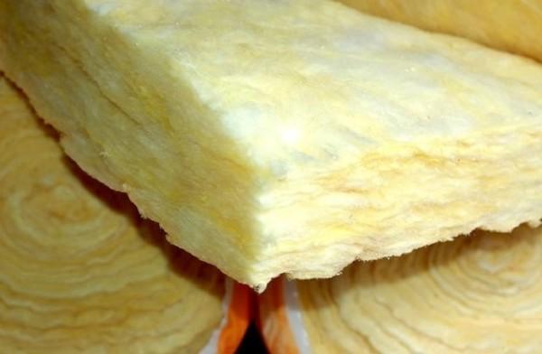 Материал поставляется в виде матов и плит.