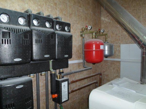 Мембранный расширительный бак в котельной частного дома.
