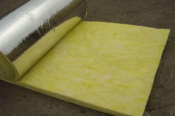 Минвата с фольгой в сауне и бане будет бесполезной, т.к. слой фольги будет передавать тепло утеплителю.