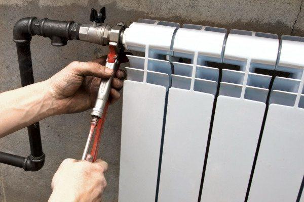 Монтаж и демонтаж радиатора на американках занимает не больше пары минут.