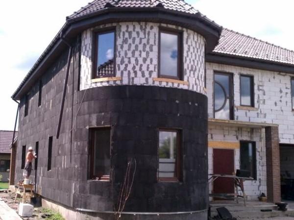 Монтаж пеностекла на фасад частного дома.