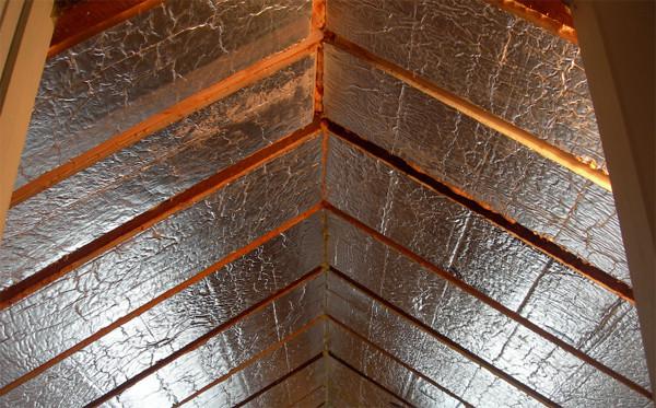 Можно закрепить отражающий материал для экономии тепла