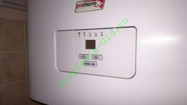 На фото - электрокотел, который используется в качестве резервного источника тепла у меня дома.