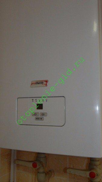 На фото - ТЭНовый электрокотел, который я использую в качестве резервного источника тепла.