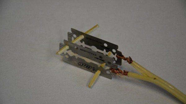 На фото — «армейский кипятильник», действующая модель электродного котла из подручных средств.
