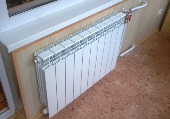 На фото алюминиевый водяной радиатор