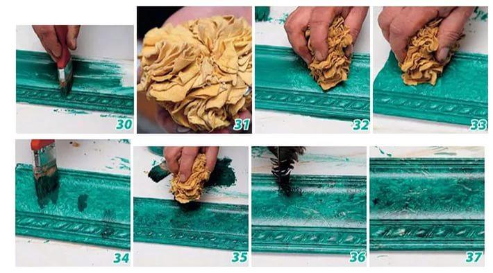 На фото — порядок покраски потолочного пенопластового плинтуса под малахит при помощи глейза