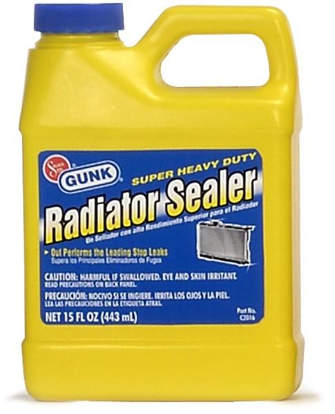 На фото жидкое средство для заливки в радиаторы