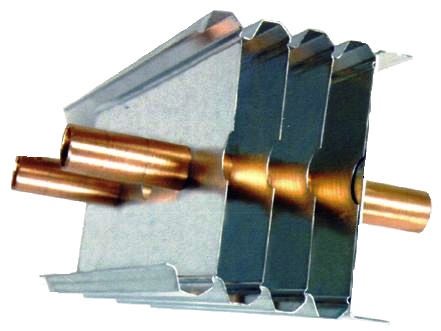 На трубки из меди напрессованы алюминиевые ребра.