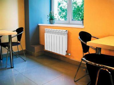 Наиболее эффективно размещение радиатора под окном