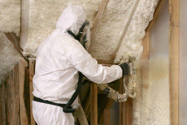 Нанесение полимерной пены на внутренние и наружные поверхности — один их наилучших способов уменьшения теплопотерь