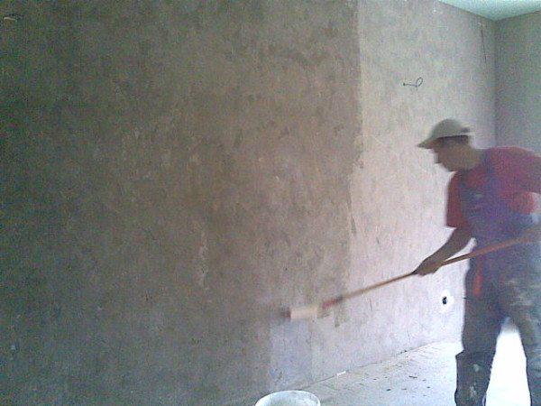 Обработка поверхности грунтом