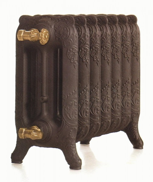 Оригинальный чугунный радиатор в старинном оформление – идеальный вариант для классического интерьера