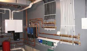От этой мешанины приборов и труб избавит только одно – точный, всеобъемлющий план всей системы сохранения тепла в доме
