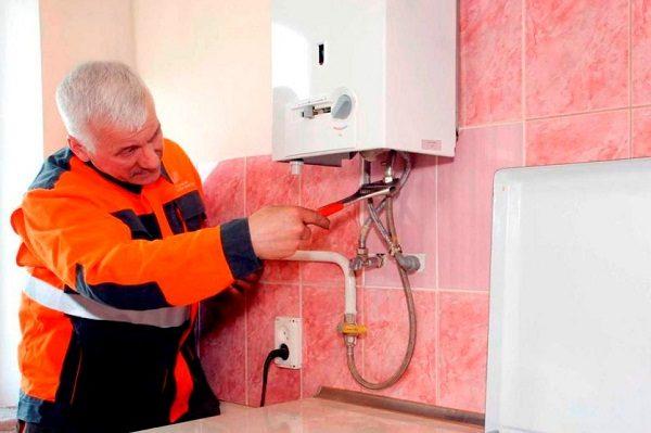 Откручивать трубы удобнее всего разводным или газовым ключом
