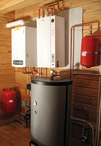 Оцинковка защищает деревянную стену от избыточного нагрева.
