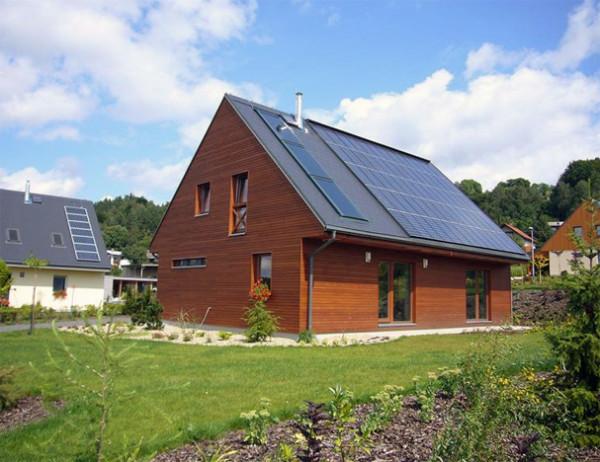 Пассивный дом – это, прежде всего, хорошая теплоизоляция стен и окна умеренной площади.