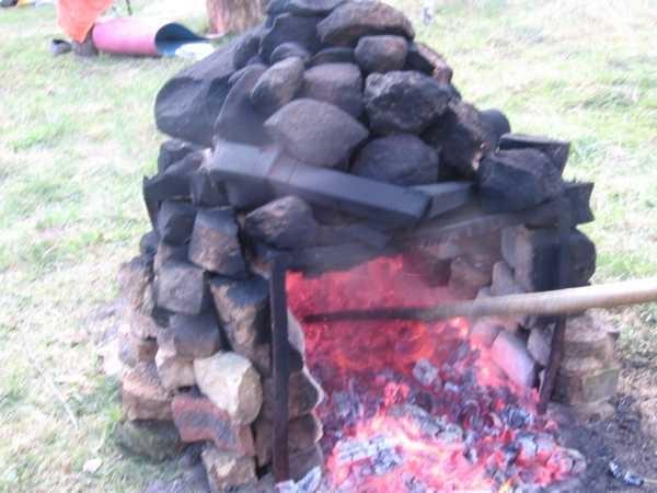 Печь на основе металлического каркаса из уголка.