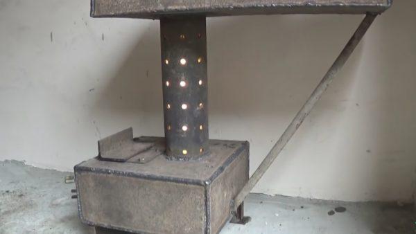 Печь работает в нормальном режиме при наполовину открытом лючке, если лючок закрыть, огонь погаснет